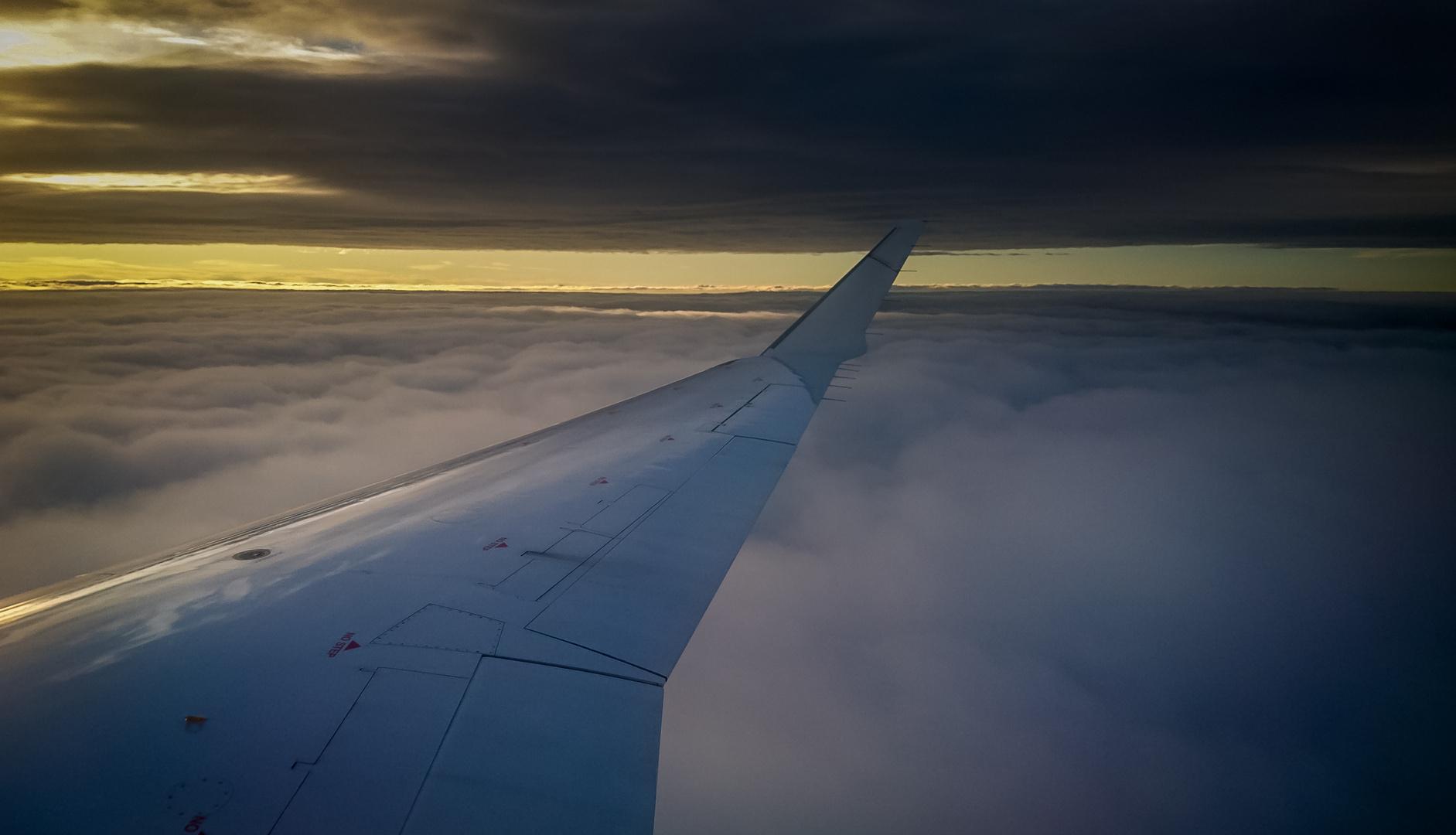 Zwischen zwei Wolkendecken