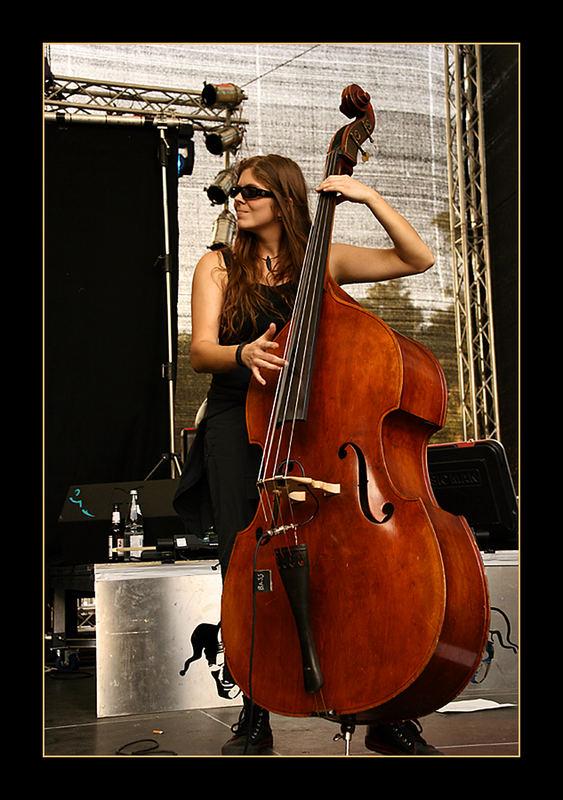 zwischenwelten - Chamber - My Bass is so Big!