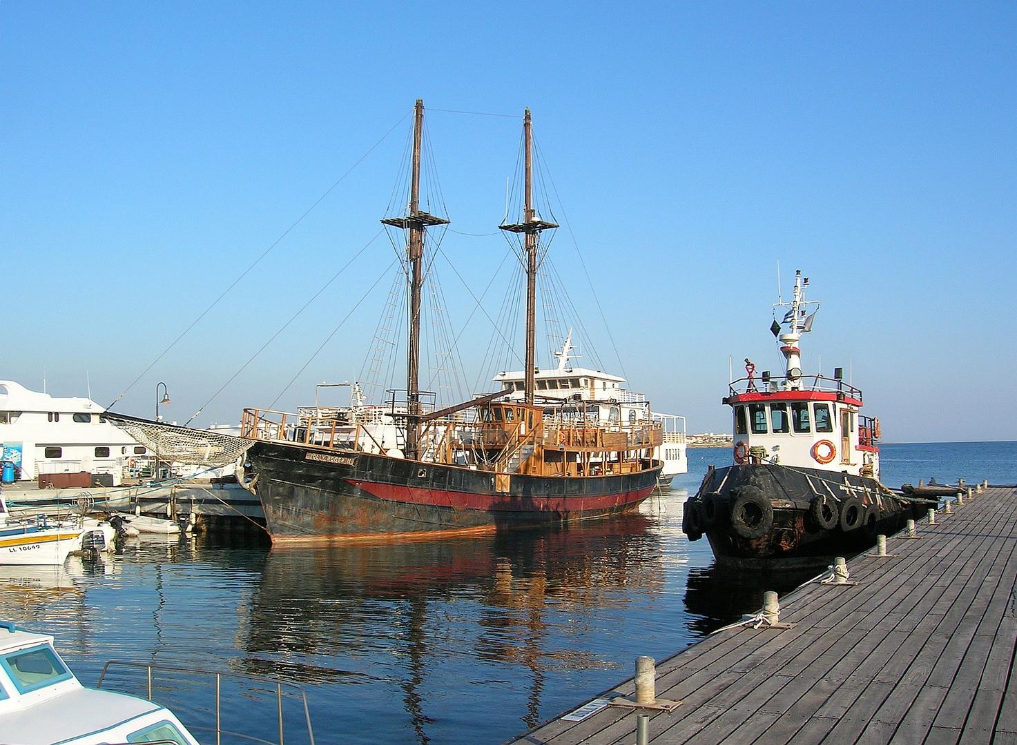 Zypern - Schiffe im Hafen von Paphos