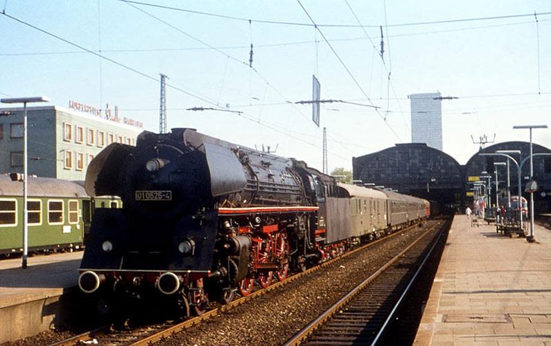 01 0525 vor D-Zug nach Berlin