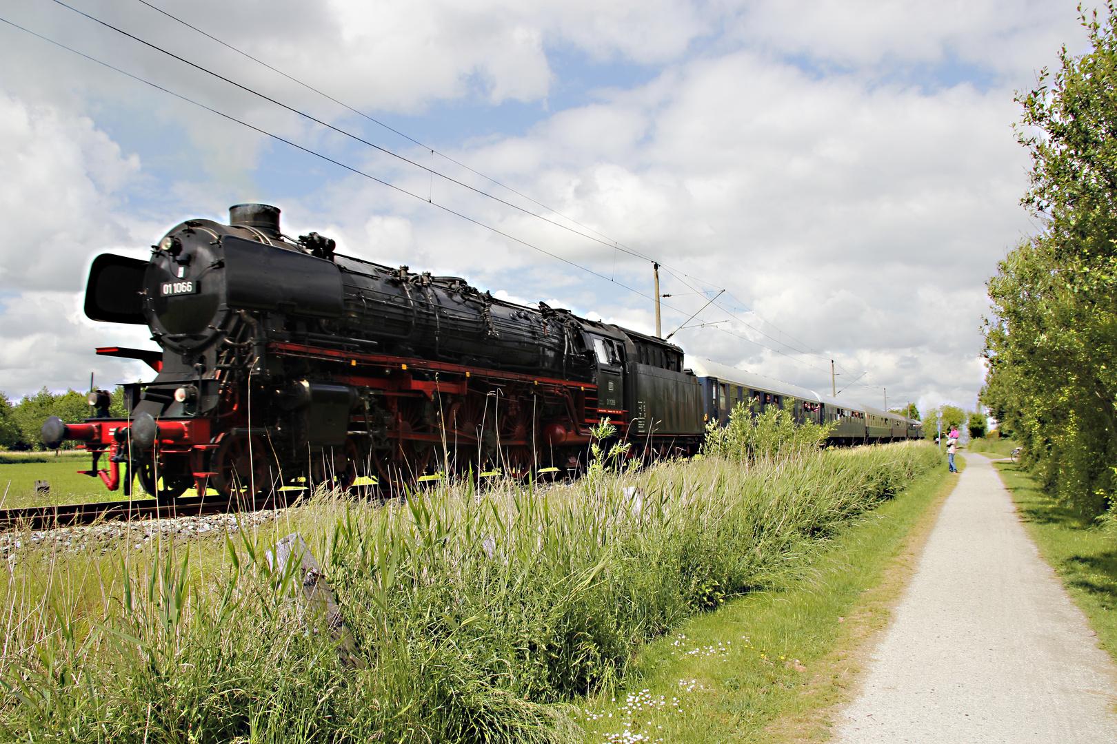 01 1066 von Norddeich Richtung Emden