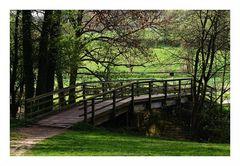 (02)  Die Brücke am Fluss...