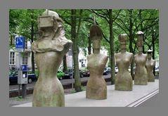 0255-FC-FL-Daniel Spoerri (1930) Mir raucht der Kopf (1999) Totaal