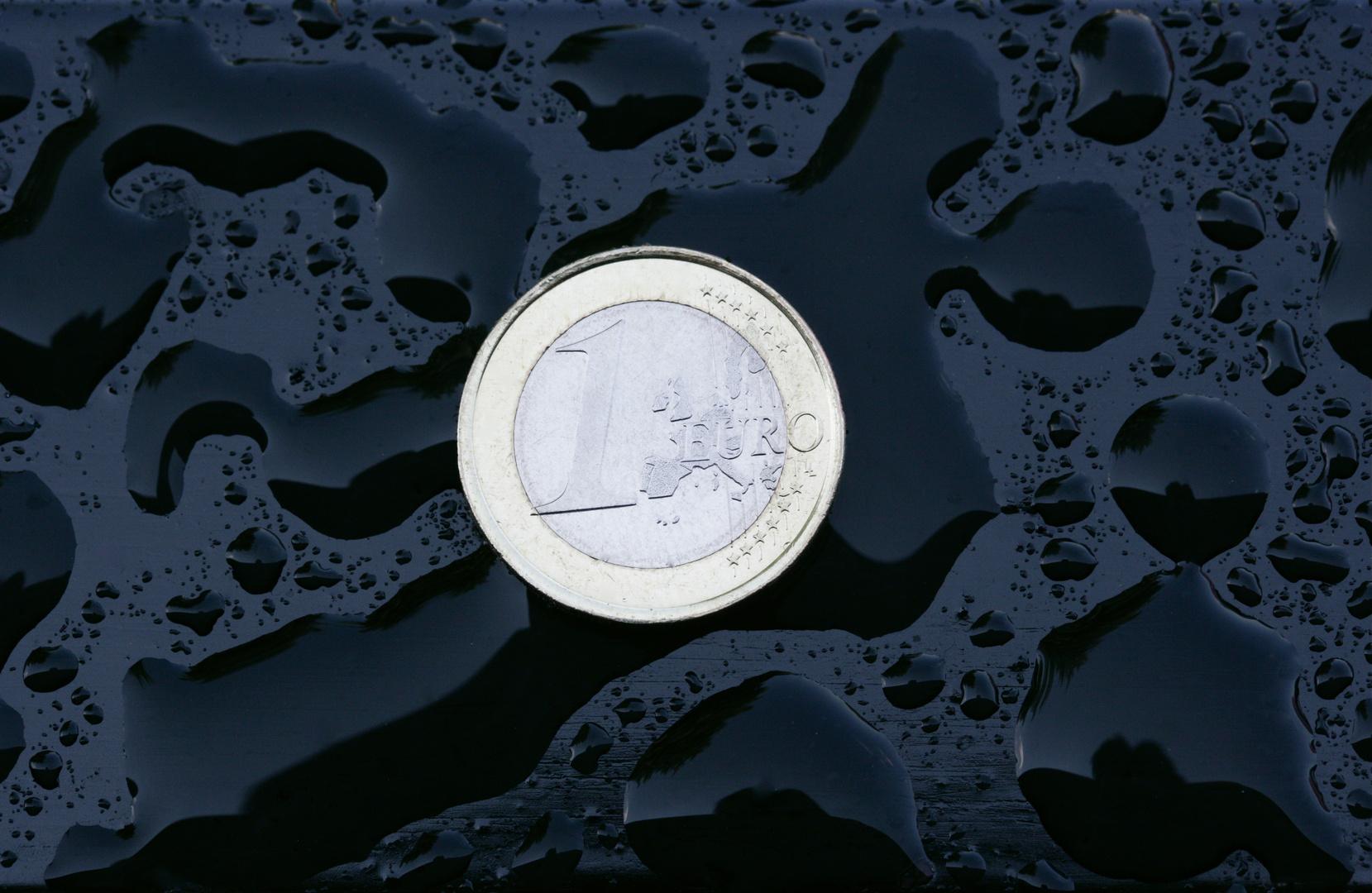 1 Euro In Wassertropfen Foto Bild Stillleben Geld Münzen Usw