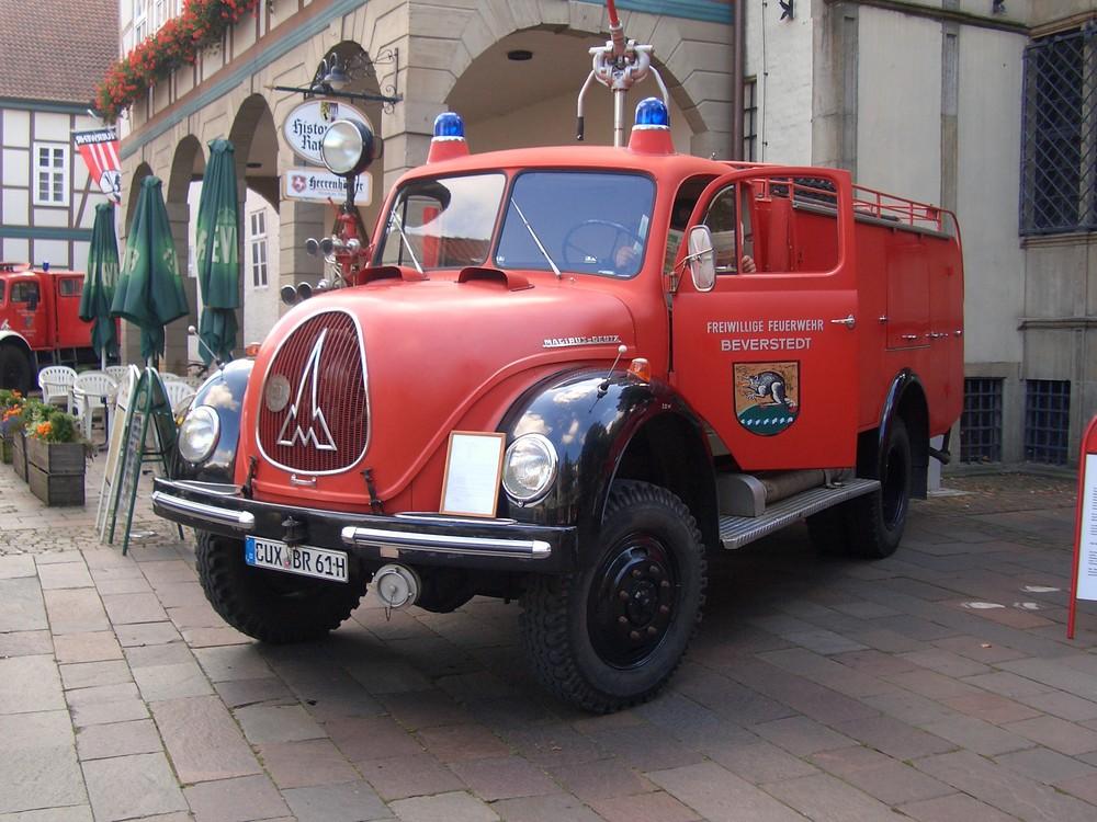 1. Feuerwehr-Oldtimertreffen in Nienburg - Nienburg sieht ROT (4)
