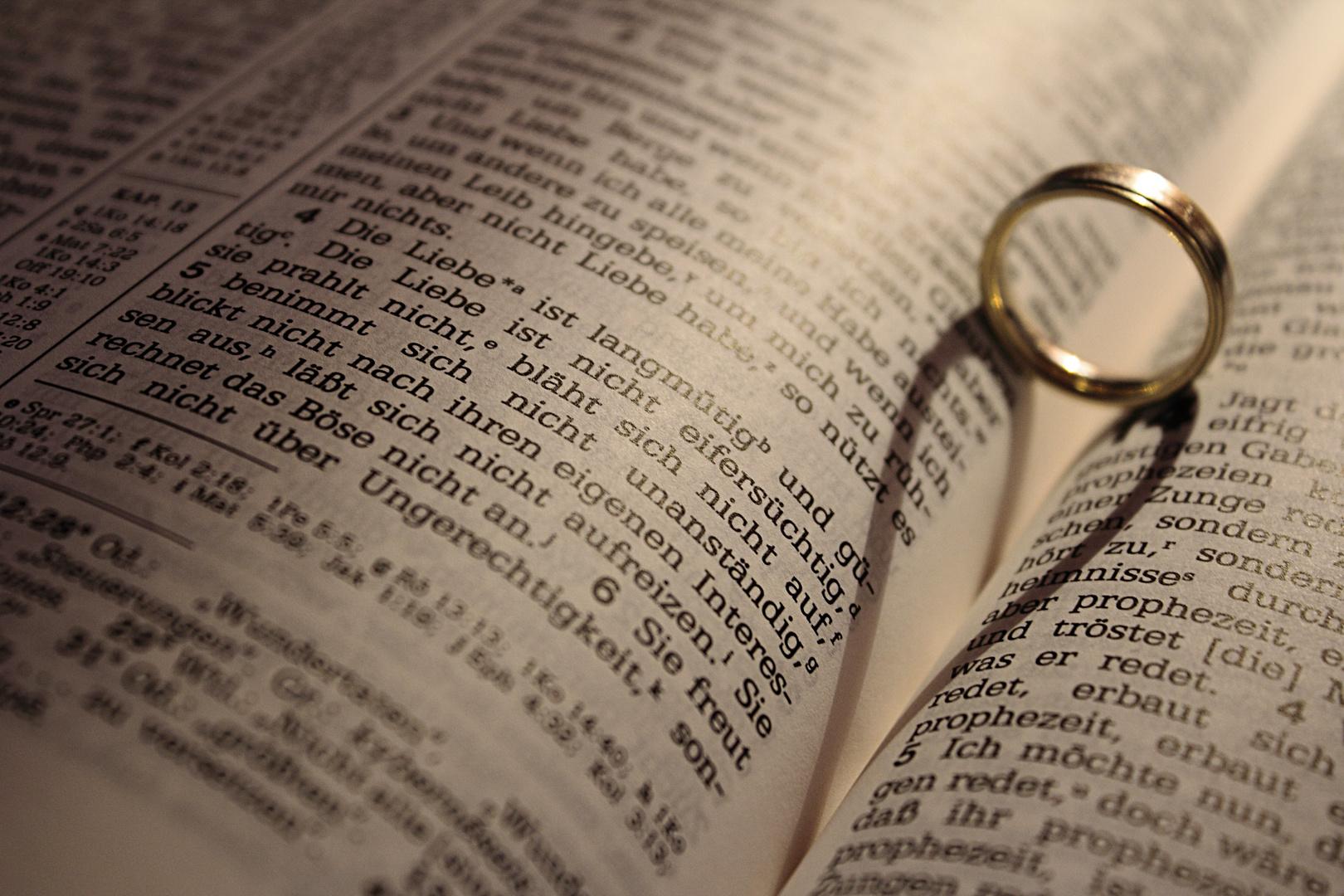 1. Korinther 13:4 Die liebe ist...