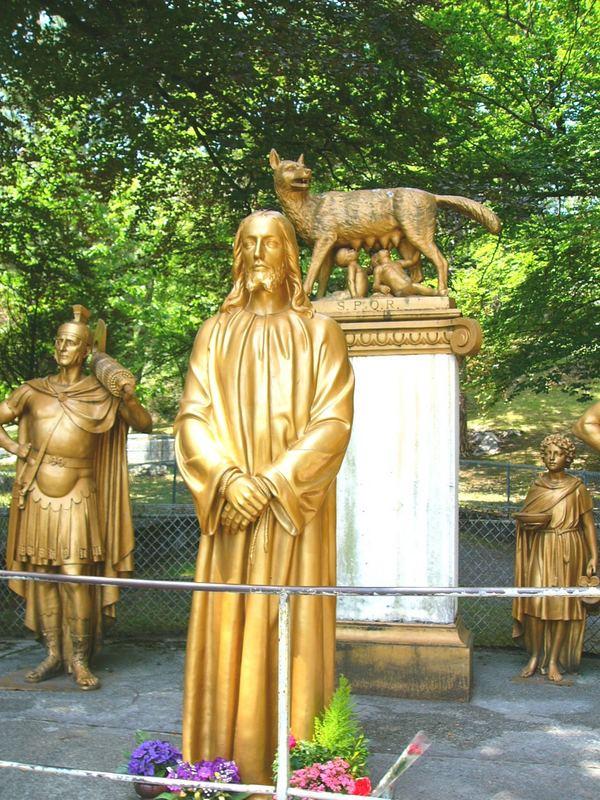 1. Kreuzwegstation: Jesus wird zum Tod verurteilt