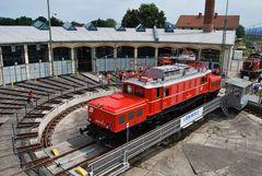 1020 018 (E 94 001) in Freilassing auf der Drehscheibe