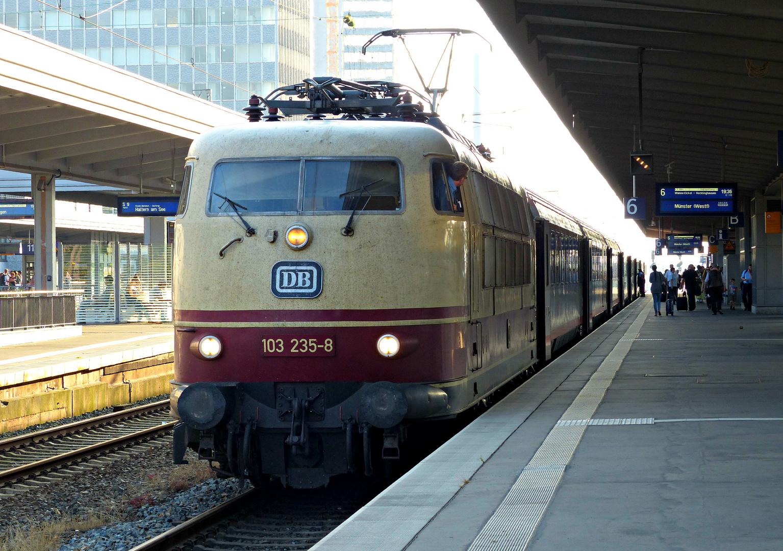103 235-8 in Essen Hbf - 1