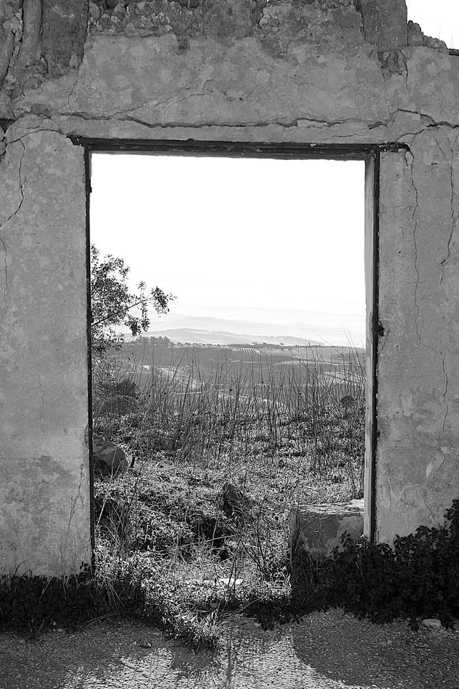 11. Salaparuta Vecchia - Muro e porta di abitazione - Per non dimenticare
