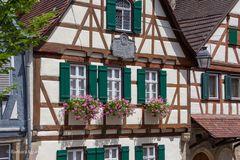 11-Schillers Geburtshaus mit alter Straßenlaterne