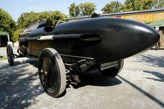 12 Zylinder Auto - ähnelt eher einer Rakete