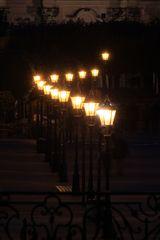 13 Laternen bei Nacht