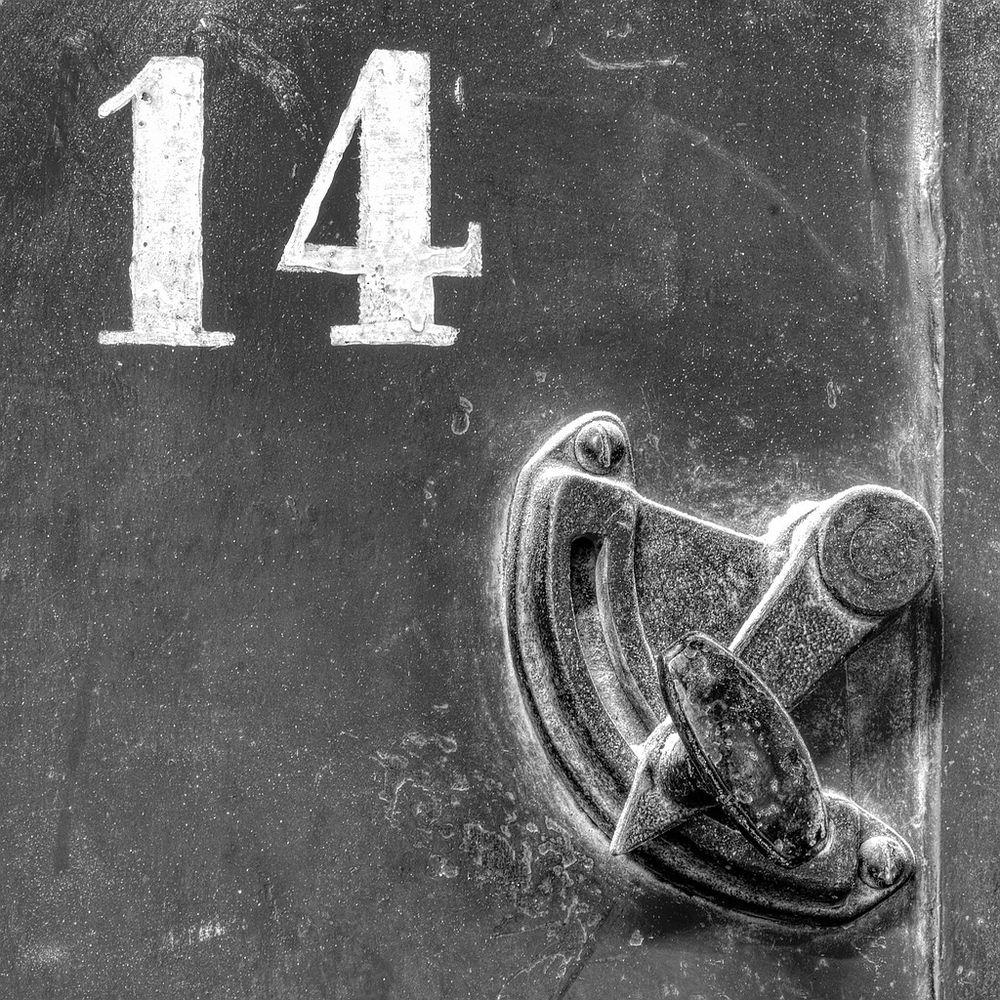 14 Reloded Black & White