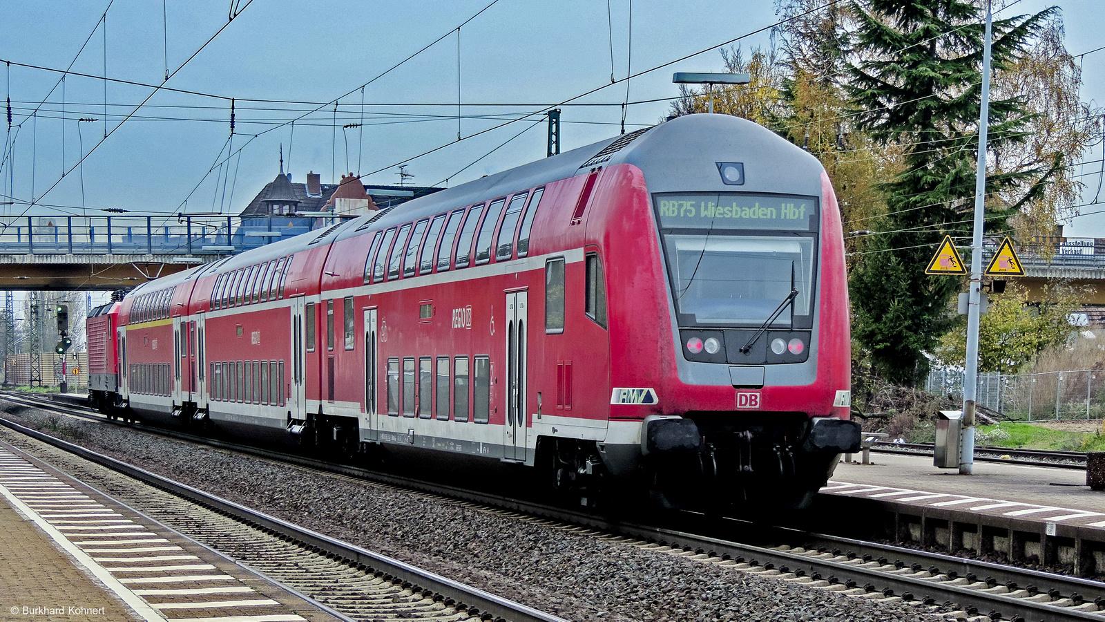 143 248 mit RB 75 im Bahnhof Groß-Gerau am 18.11.2013