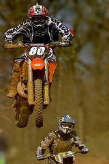 1543    à saute motos