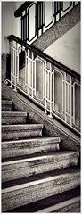 16 oder mehr Stufen auf- oder abwärts