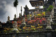 17 statuary