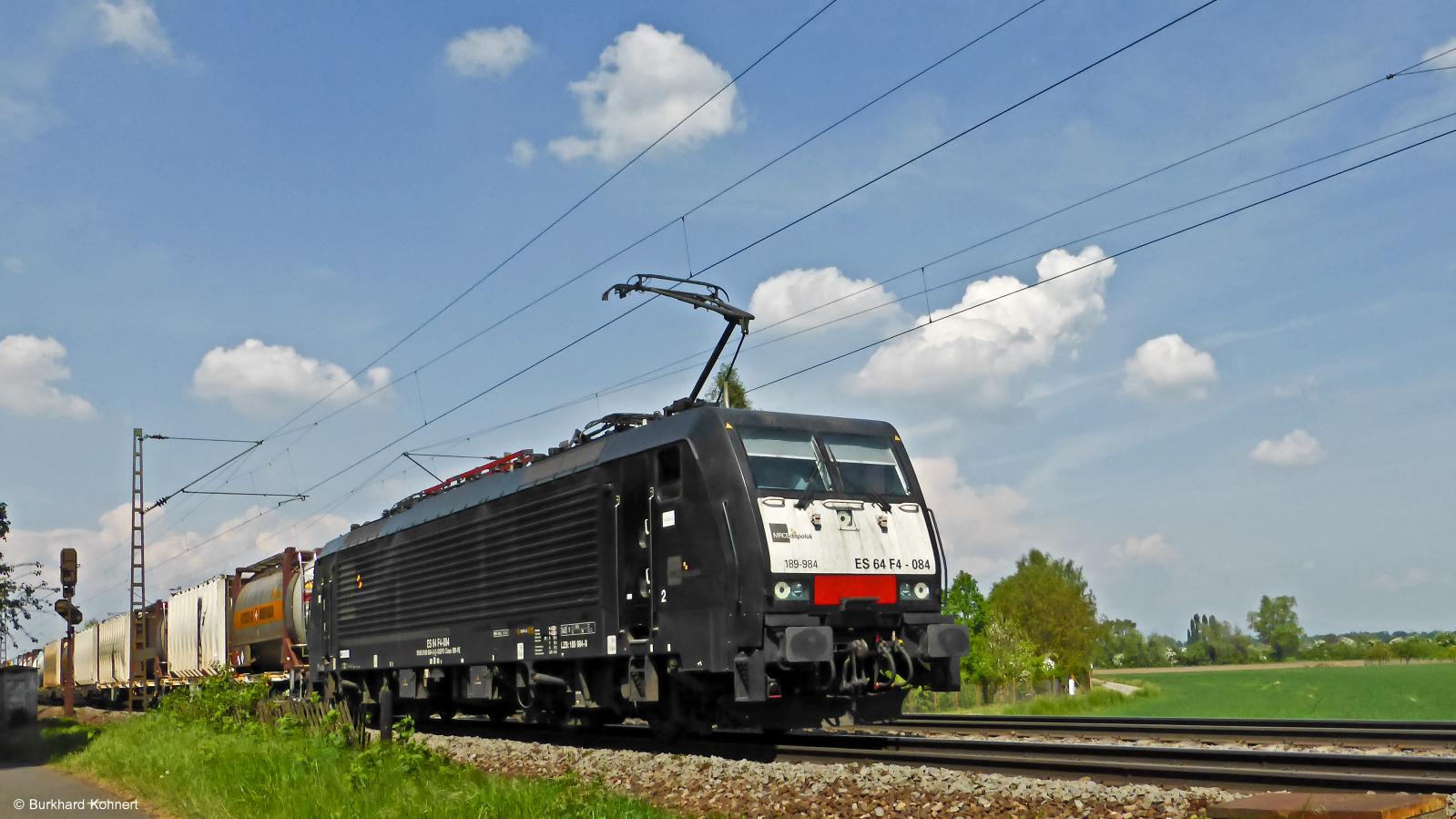189 984 ES 64 F4-084 MRCE-dispolok mit einem gem. Güterzug