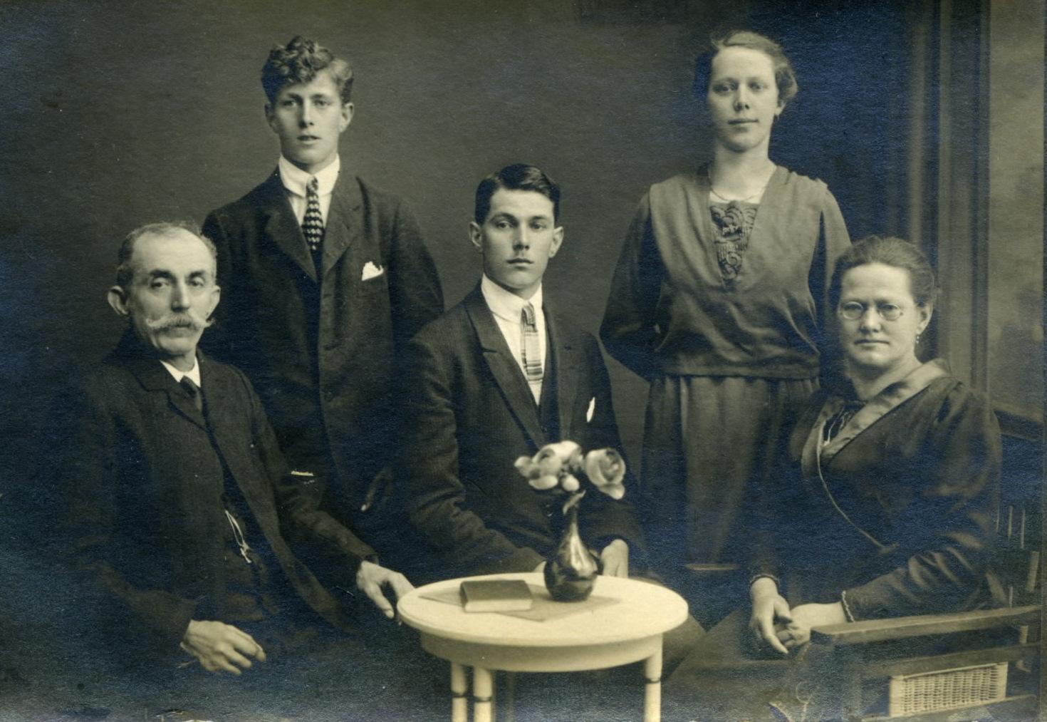 1919 meine Urgrosseltern mit Ihren Kindern