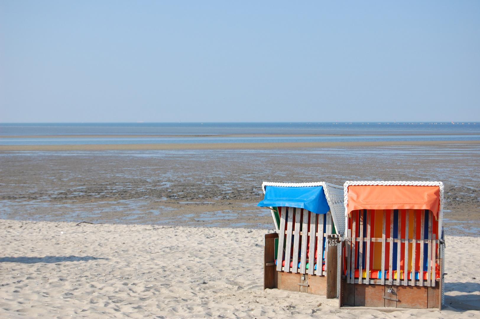 2 allein stehende Strandkörbe