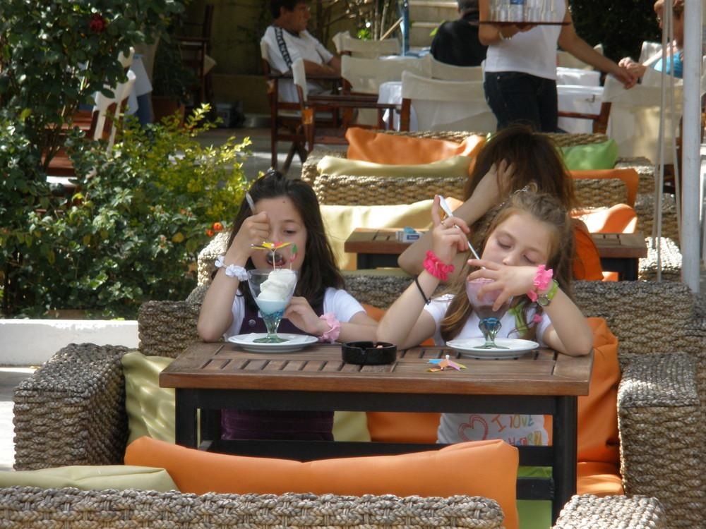 2 Girls Eat Ice Cream