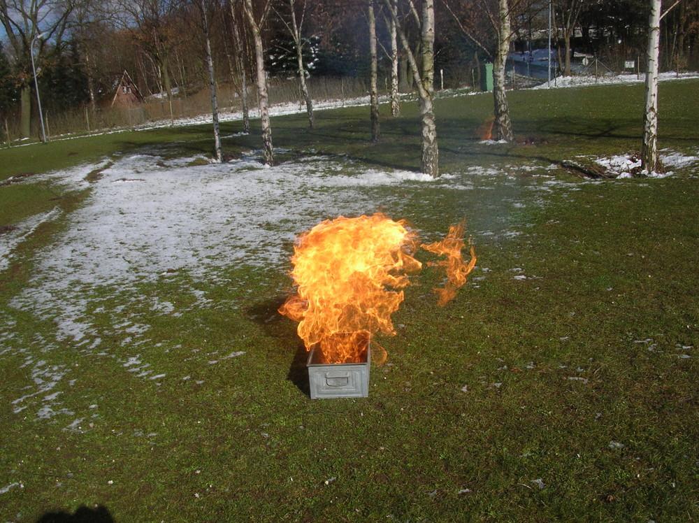 2 kleine Flammen gehen eigene Wege