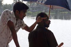 2 Maenner auf Boot Indien +ReiseStory
