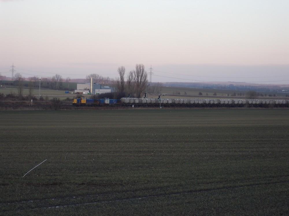2 MaK Loks mit einem langen Kalkzug in Halberstadt