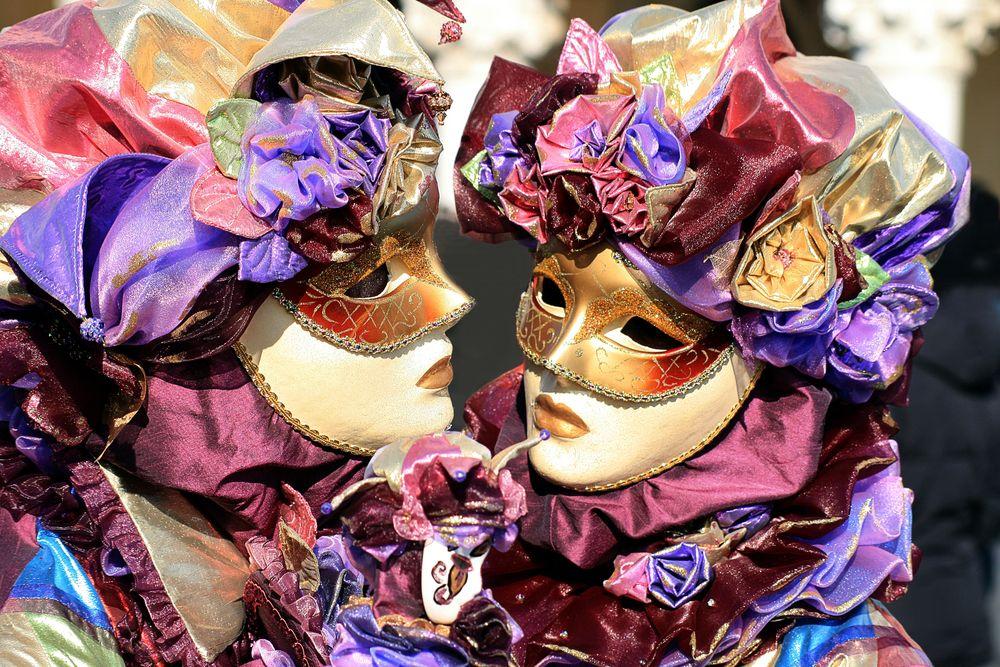 2 Masken bunt