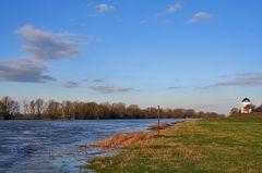 2 Meter über normal der Elbe am 4.3. bei Nünchritz