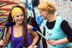 2 Trommlerinnen von Pirates of Percussion