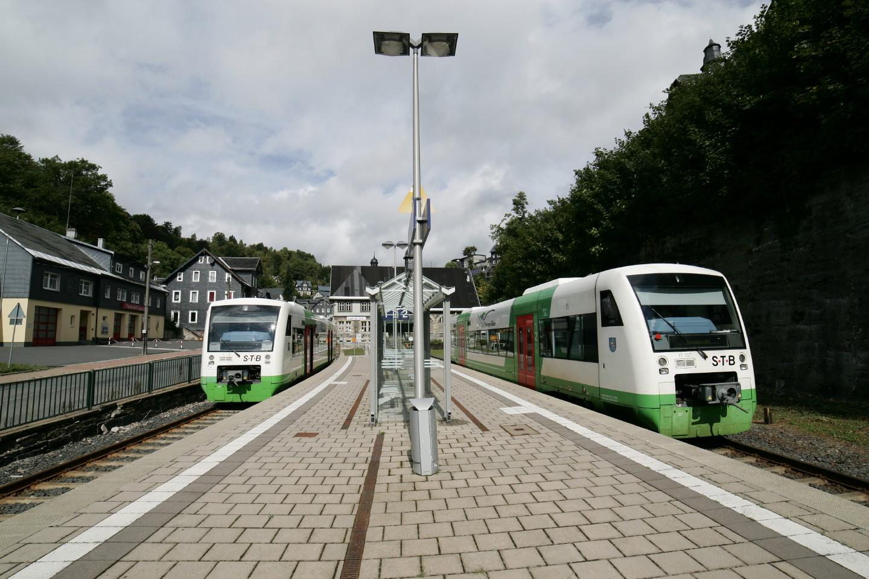 2 Züge der STB in Lauscha