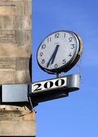 200 Uhr