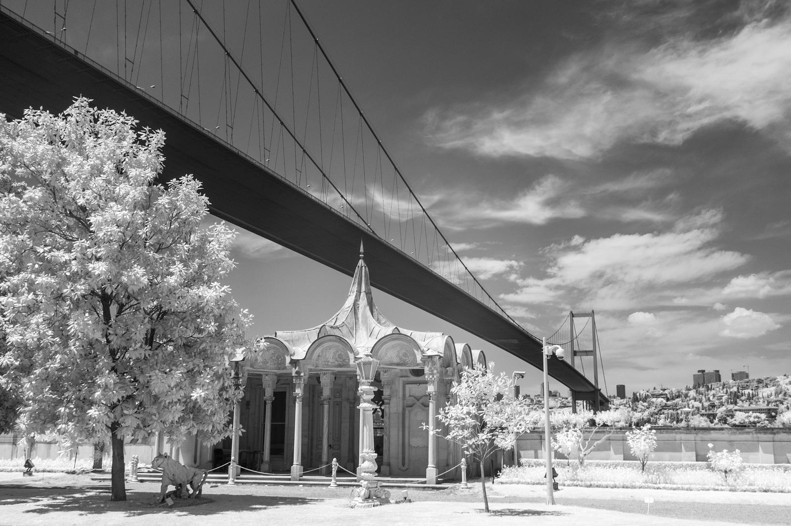 201305 Istanbul - Bosporus Brücke und Beylerbey Schlossgarten