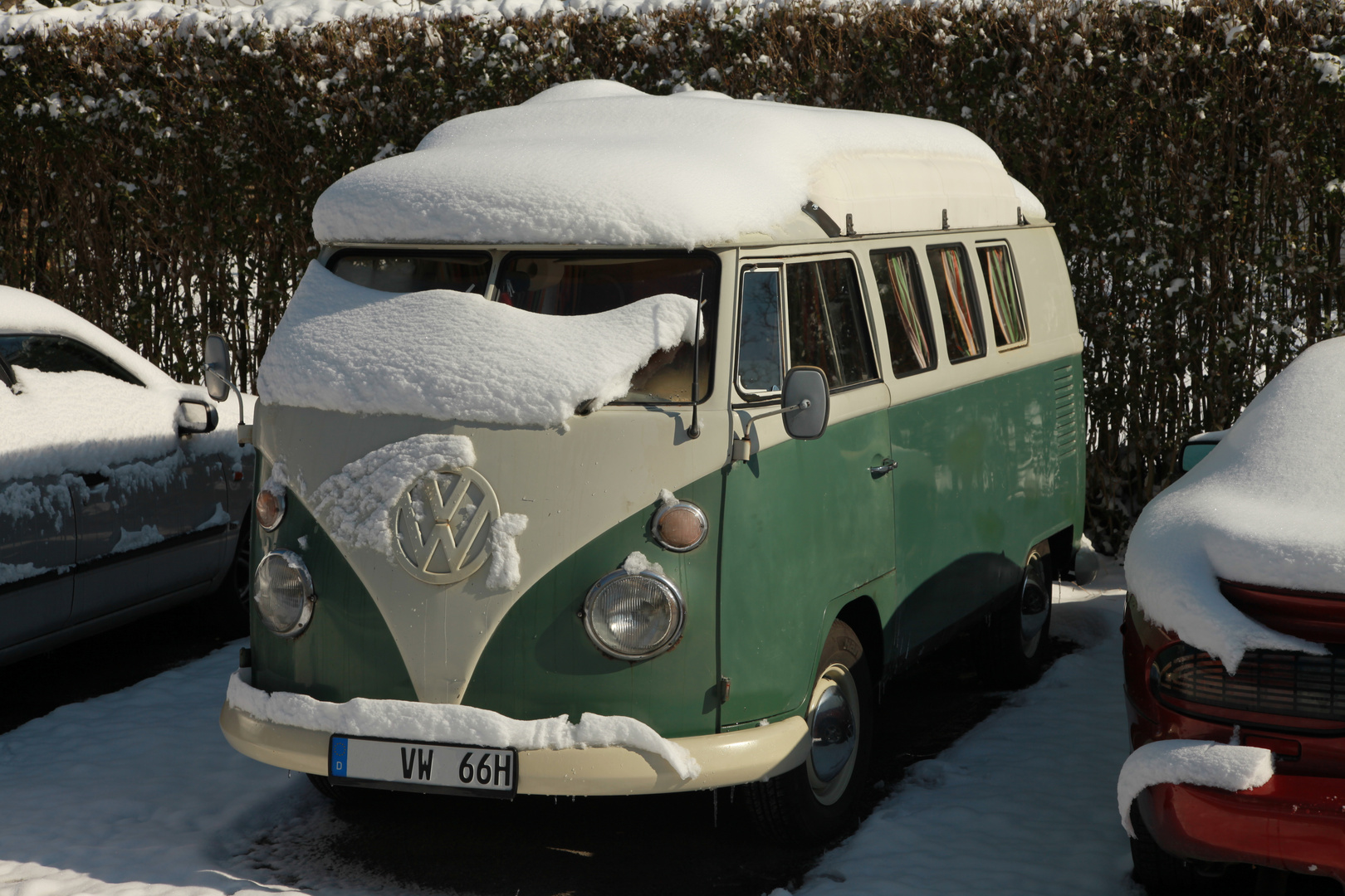 2013er Schnee auf 66er T1 Bus