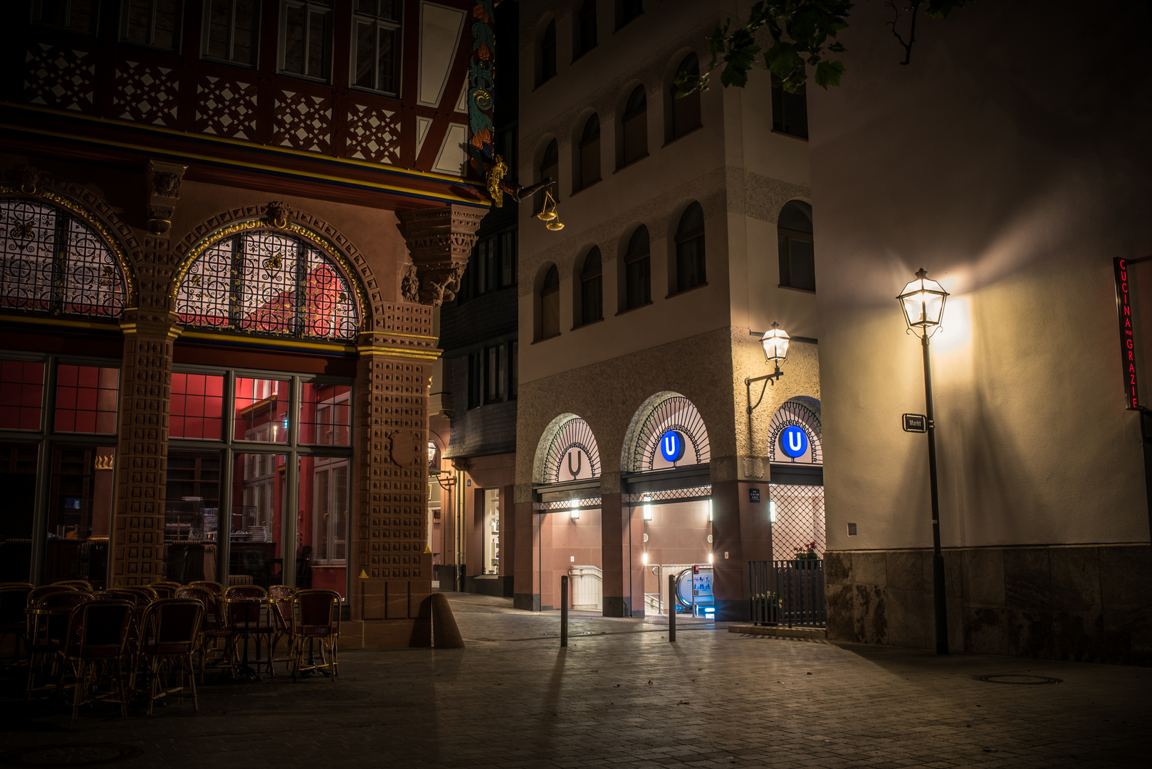 2019 Die Goldene Waage in Frankfurt nachts um 3.00 Uhr