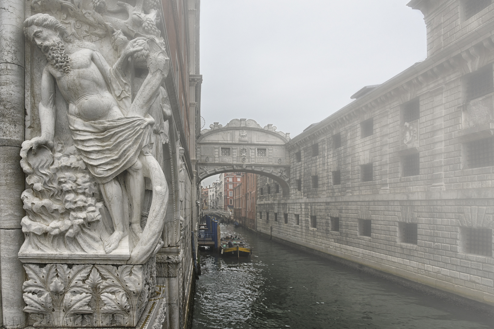 2020 .11. Seufzerbrücke im Nebel -  Ponte  dei   Sospiri -