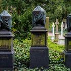 2021 Vergänglichkeit - Urnengrabsteine auf dem Frankfurter Hauptfriedhof