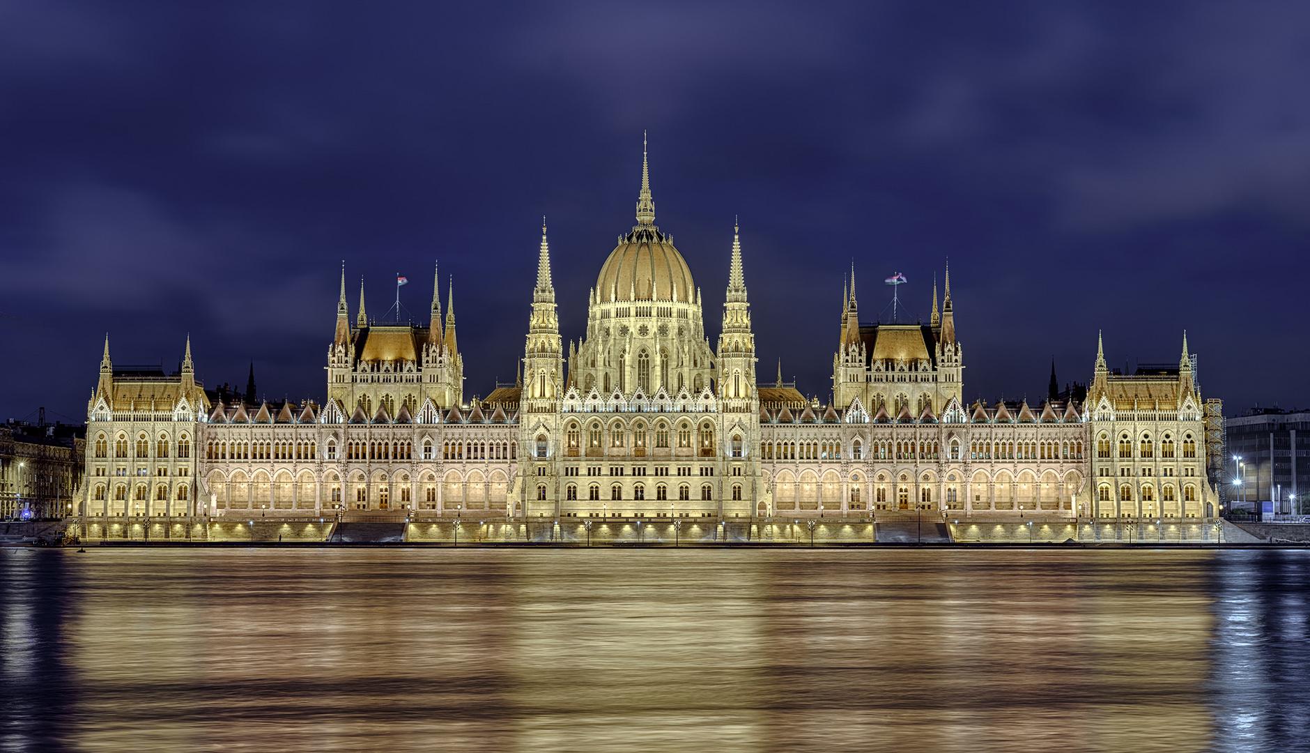 2075M-80M Parlament Budapest beleuchet Ungarn Panorama