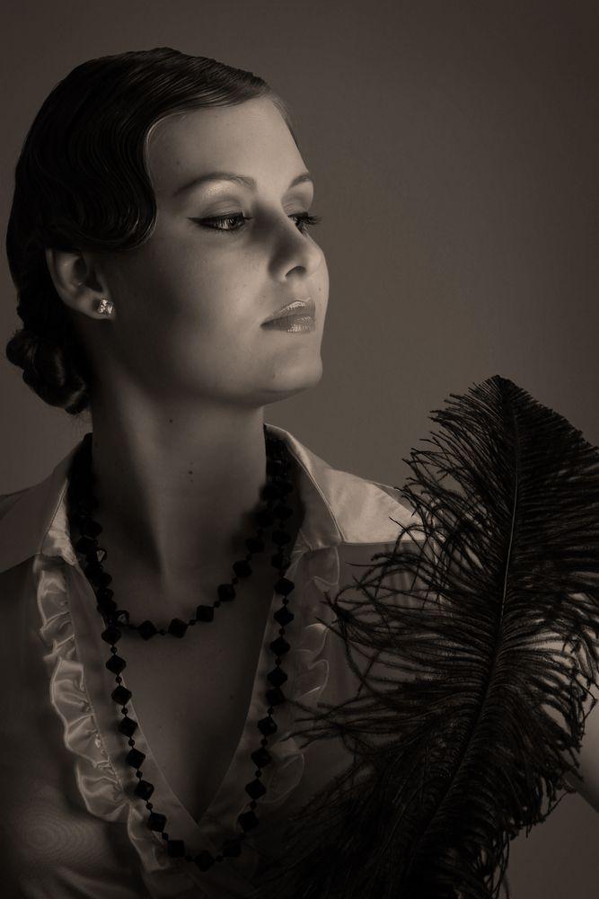 20er jahre frau mit feder - bild & foto von pambieni aus