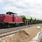 212 240 in der Gleisbaustelle im Gbf Du-Ruhrort Hafen