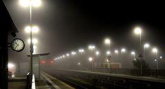 22:36, leerer Bahnsteig