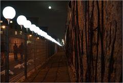 25 Jahre Mauerfall - Lichtgrenze in der Niederkirchner Straße in Berlin