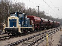 261 672-2 vor einem Fc Zug Beladen mit Schotter