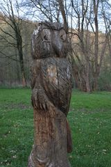 2m große Holzeule