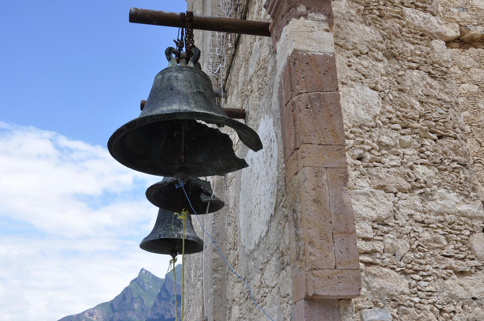 3 campanas