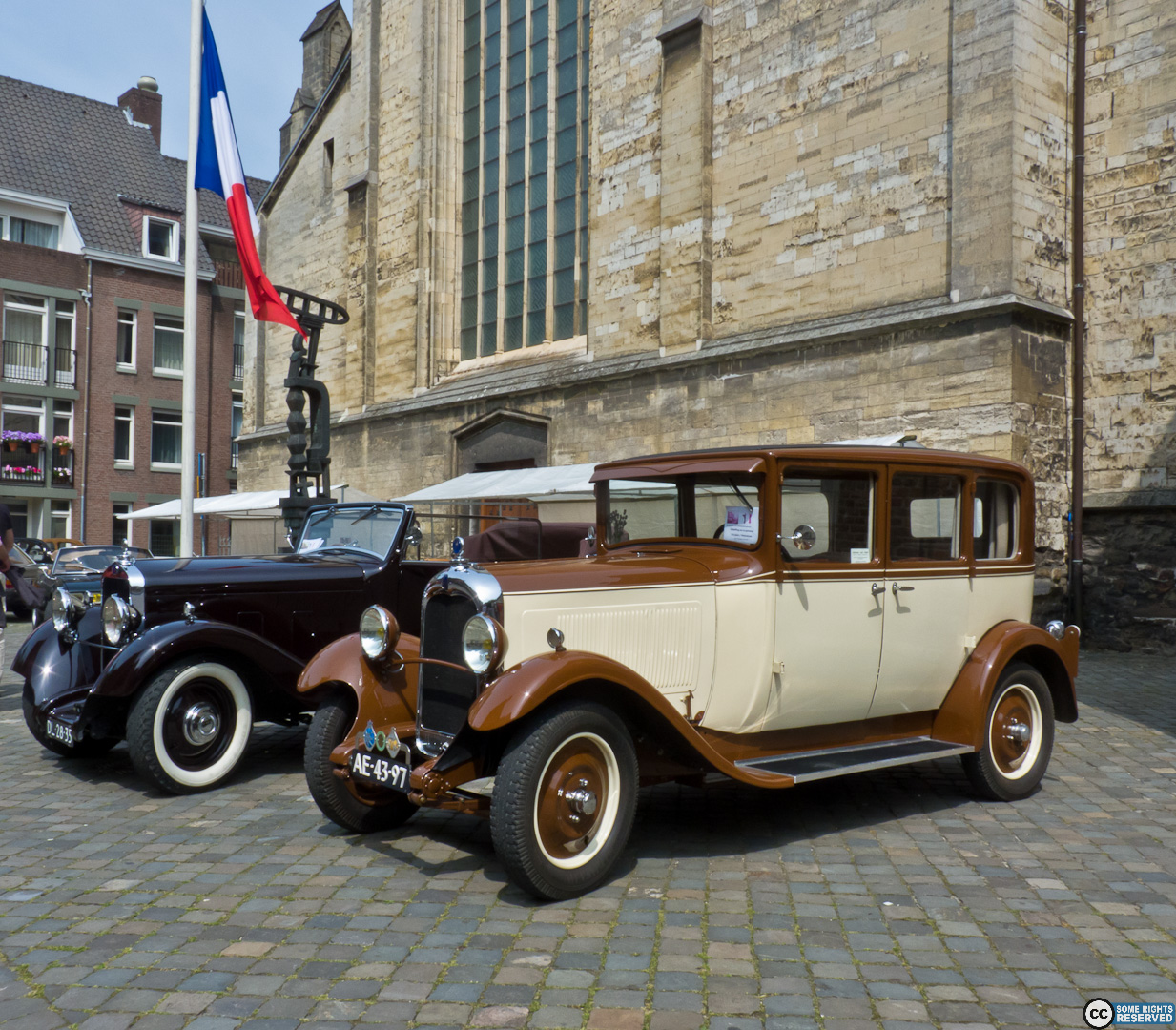 `32 DELAGE D6 II and a CITROEN AC 4 of 1927