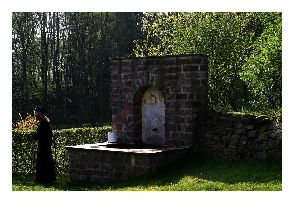 (34) Taufbrunnen