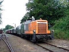 360 608 mit dem Museumszug auf der Hafenbahn in Wesel...